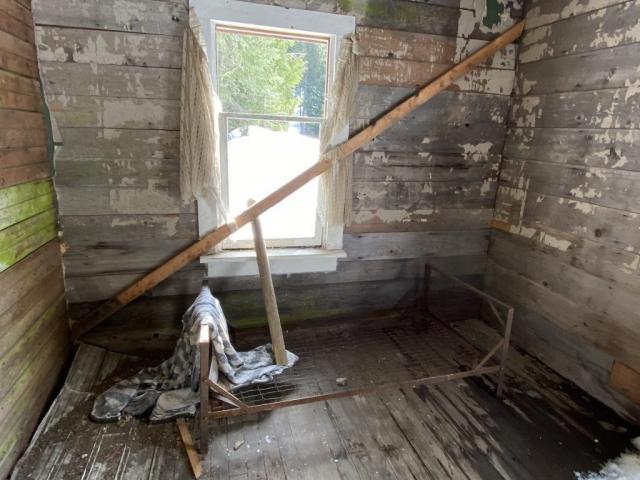 Old bedroom in station house Cody #olafincanada #britishcolumbia #discoverbc #abandonedbc #cody