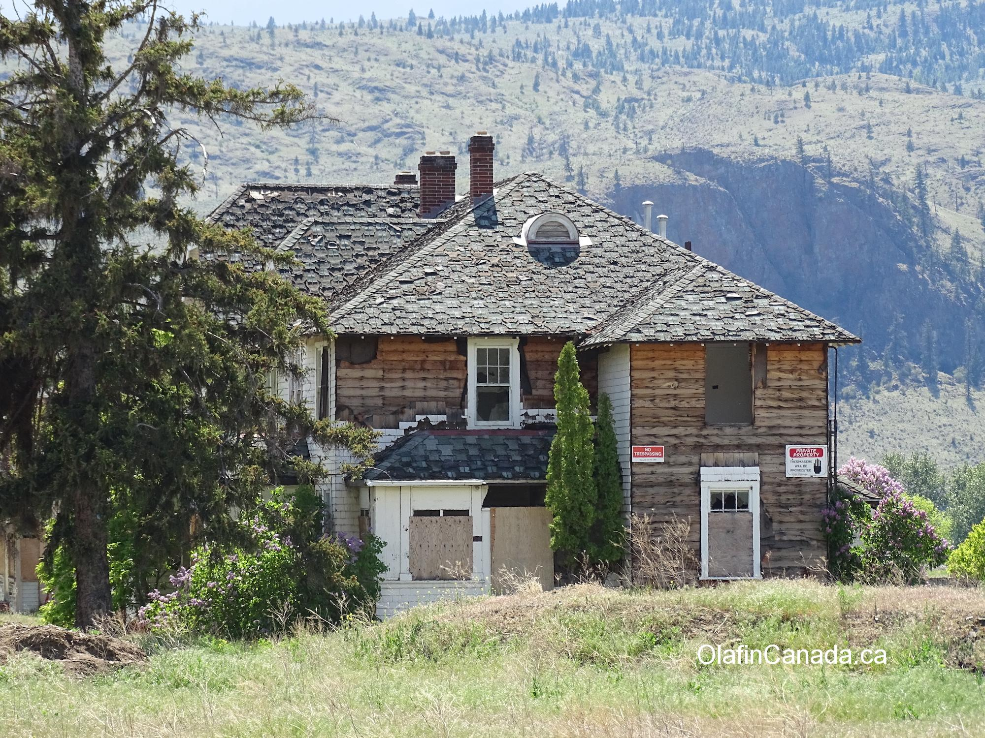 Boarded up house in Tranquille, near Kamloops. #olafincanada #britishcolumbia #discoverbc #abandonedbc #tranquille