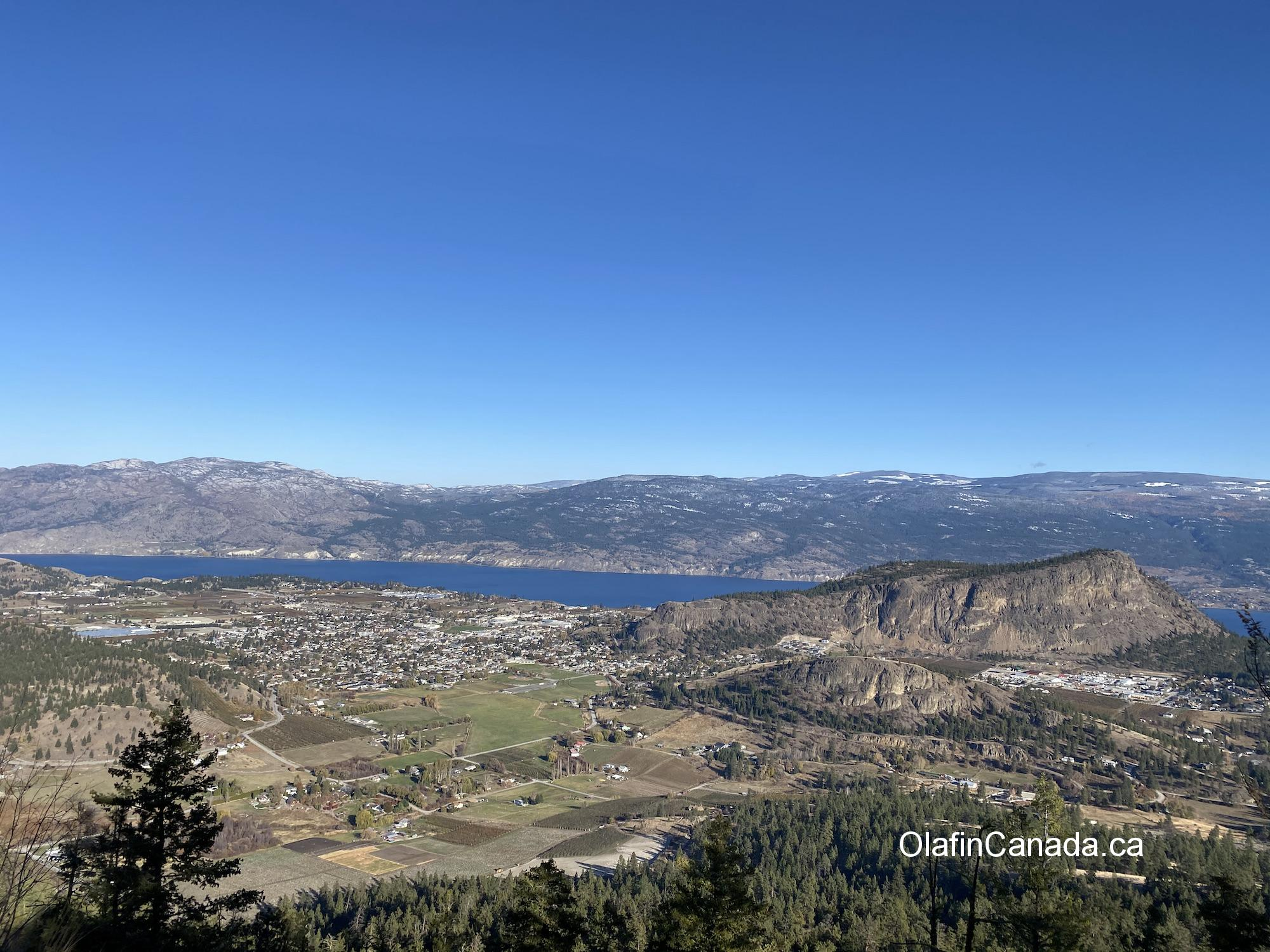 View over Summerland BC with Giants Head mountain on the right #olafincanada #britishcolumbia #discoverbc #okanaganvalley #summerland #giantshead #sunshine