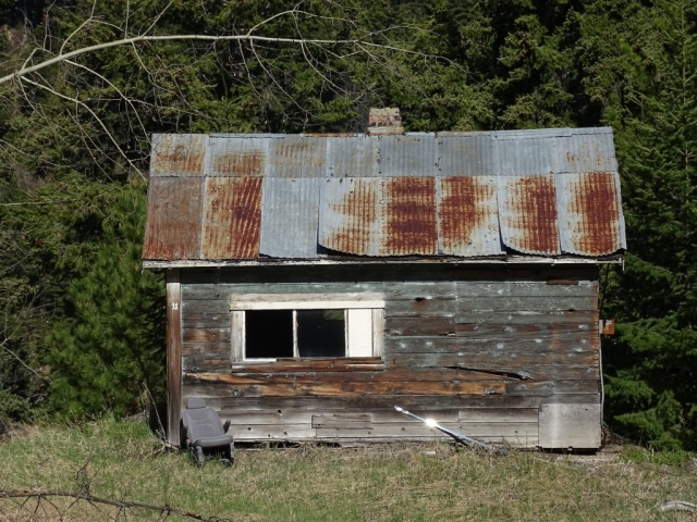 Small house with metal roof in Ogden, BC #olafincanada #britishcolumbia #discoverbc #abandonedbc #ogden