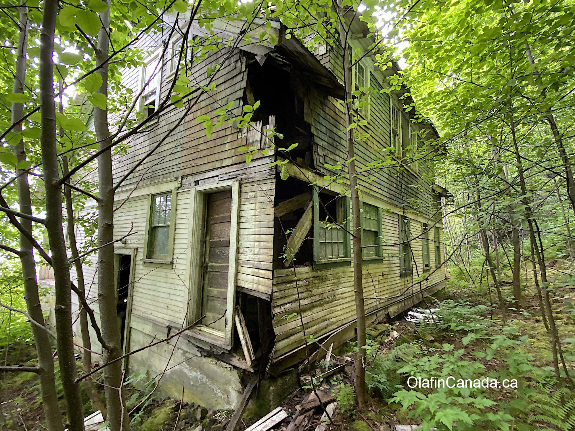 Abandoned mansion in Alice Arm that used to be owned by an MLA #olafincanada #britishcolumbia #discoverbc #abandonedbc #alicearm #mansion