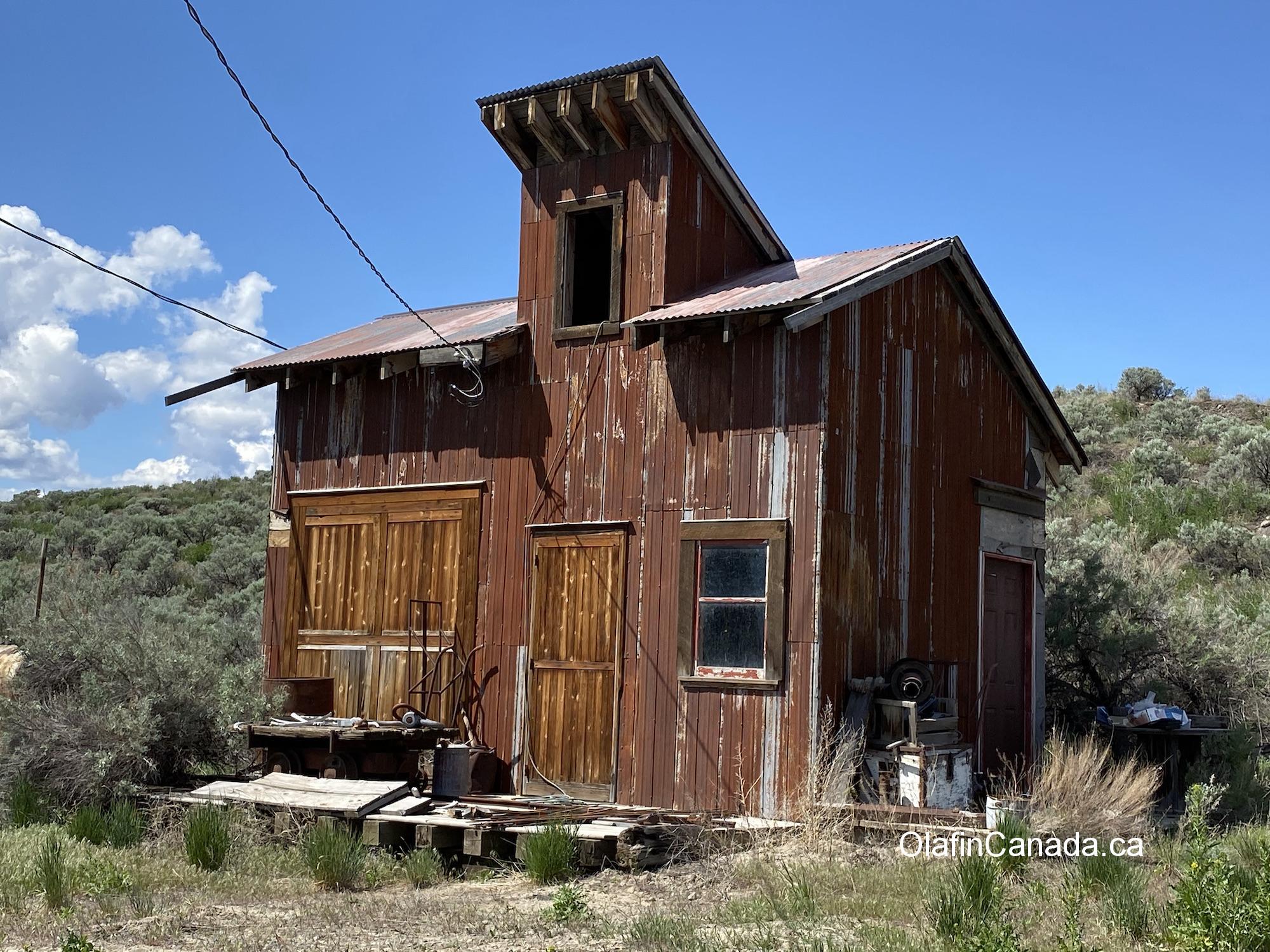Old house at Deadman Junction Ranch on Hwy 1 between Kamloops and Cache Creek #olafincanada #britishcolumbia #discoverbc #abandonedbc #kamloops