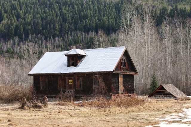 Old house near Blackpool, Clearwater on the Dunn Lake Road #olafincanada #britishcolumbia #discoverbc #abandonedbc #clearwater