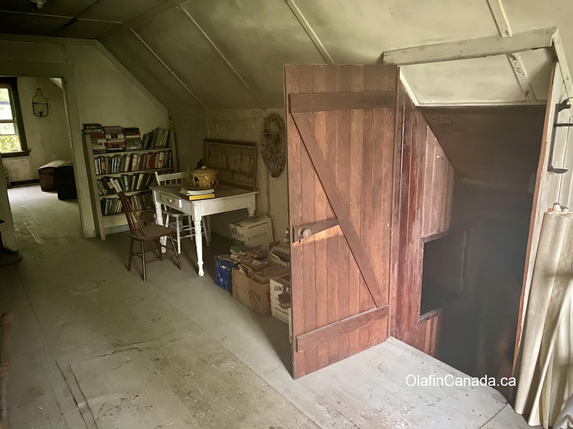 Interior of the living room above the classroom. #olafincanada #britishcolumbia #discoverbc #abandonedbc #alicearm
