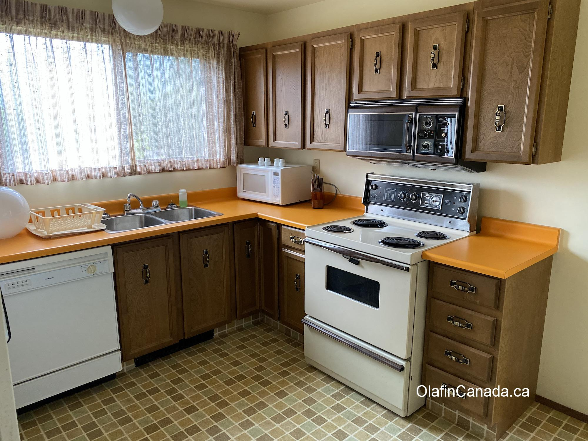 70's kitchen with modern microwave and oven #olafincanada #britishcolumbia #discoverbc #abandonedbc #kitsault