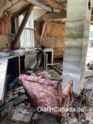 Inside house in Stocks Meadows near West Kelowna. #olafincanada #britishcolumbia #discoverbc #abandonedbc #stocksmeadow #hippies