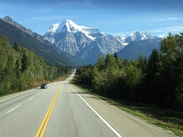 Mount Robson in the sun from the highway driving east #olafincanada #britishcolumbia #discoverbc #mountrobson #sunshine