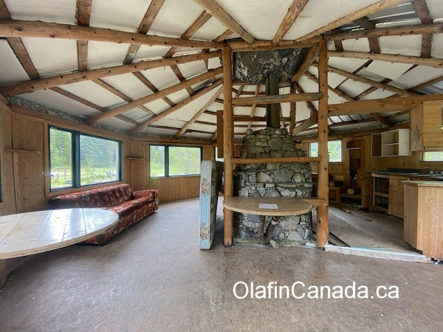 Interior of cabin at Comet Creek Resort in the Cariboo between Likely and Barkerville #olafincanada #britishcolumbia #discoverbc #abandonedbc #cariboo #cometcreekresort