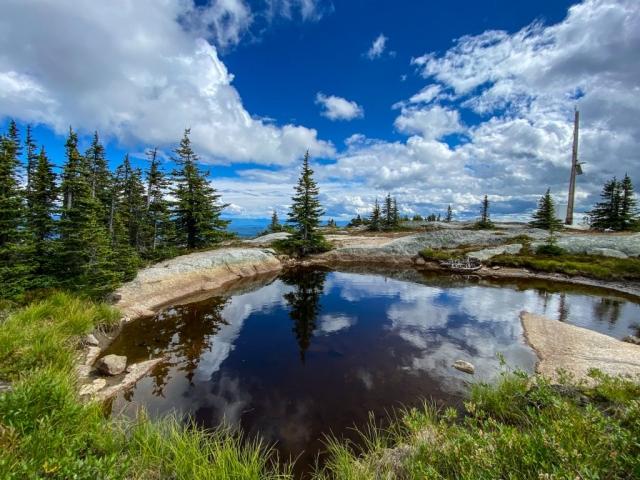 Small lake on top of Little White Kelowna #olafincanada #britishcolumbia #discoverbc #littlewhite #kelowna