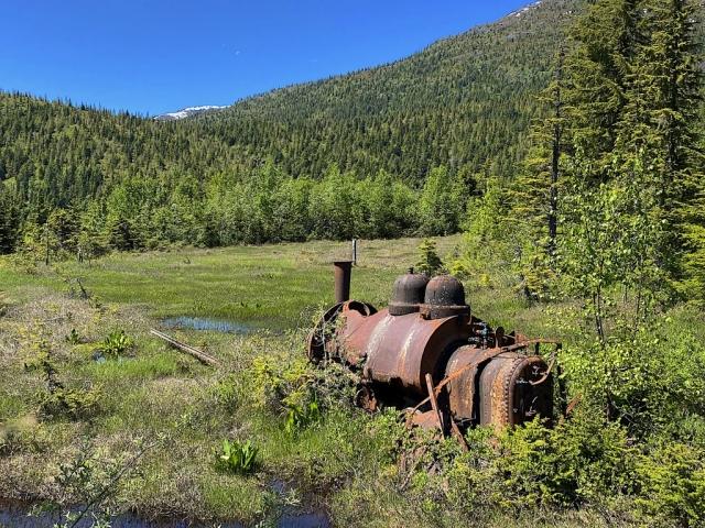 Locomotive that used to bring supplies to the dam #olafincanada #britishcolumbia #discoverbc #abandonedbc #anyox #locomotive