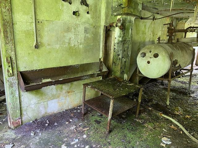 Abandoned washroom in the mess #olafincanada #britishcolumbia #discoverbc #abandonedbc #anyox