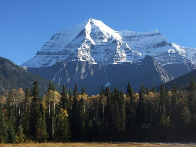Mount Robson without clouds on the border of British Columbia #olafincanada #britishcolumbia #discoverbc #mountrobson #sunshine
