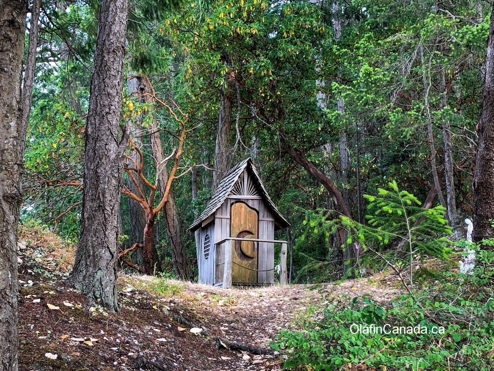 Tailor made outhouse near Salt Spring Island #olafincanada #britishcolumbia #discoverbc #saltspringisland #outhouse