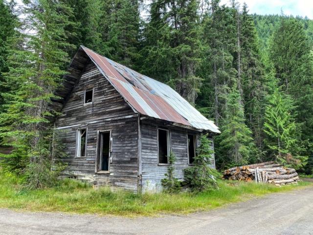Station house in Cody in the summer #olafincanada #britishcolumbia #discoverbc #abandonedbc #cody #stationhouse