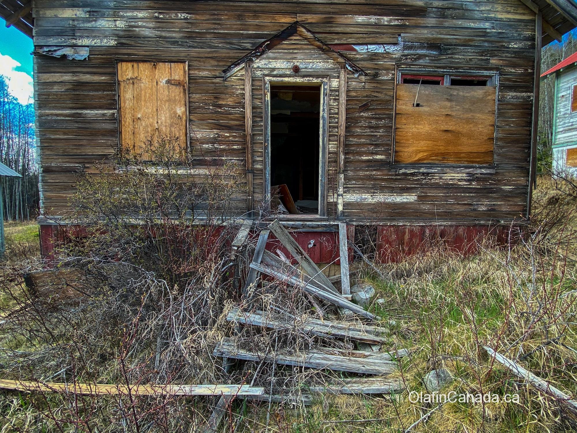 Collapsed stairs in front of house in abandoned Bradian #olafincanada #britishcolumbia #discoverbc #abandonedbc #bradian