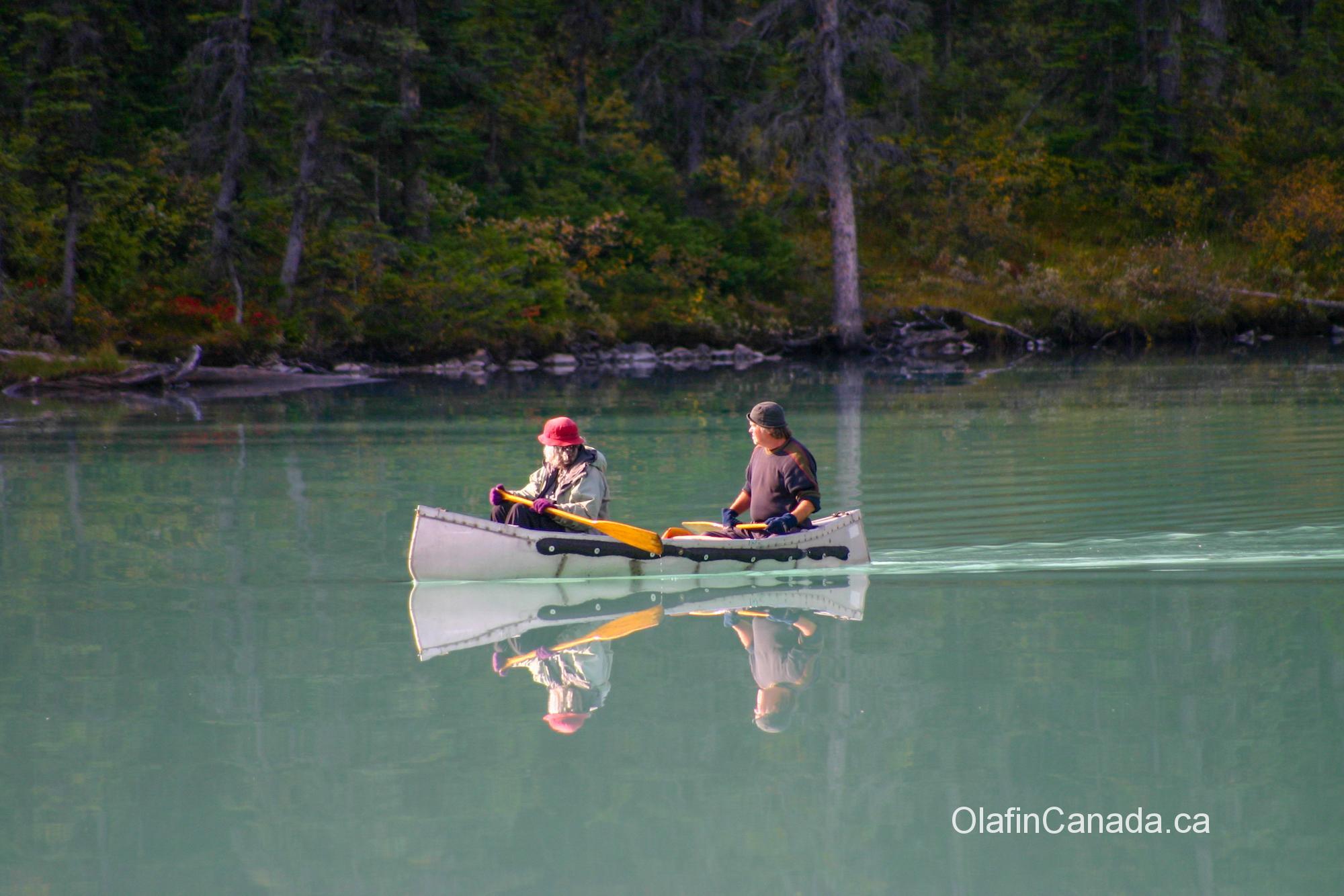 Canoeing on Moraine Lake with mirror reflection #olafincanada #alberta #rockies #morainelake #valleyofthe10peaks