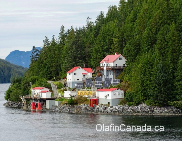 Houses on the shore, alongside the ferry to Victoria #olafincanada #britishcolumbia #discoverbc #insidepassage #ferry