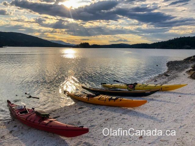 Sea kayaking sunset on Salt Spring Island #olafincanada #britishcolumbia #discoverbc #saltspringisland #kayaking