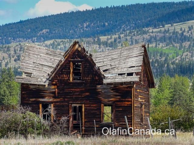 Abandoned prairie house near Merritt, BC #olafincanada #britishcolumbia #discoverbc #abandonedbc
