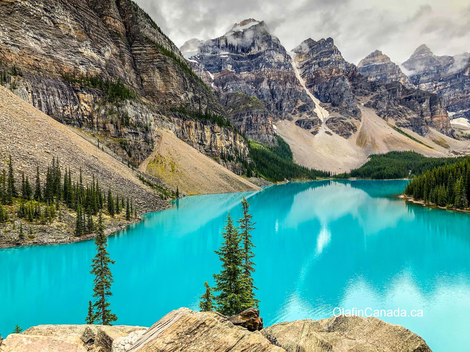 Moraine Lake and the valley of the Ten Peaks, turquoise coloured #olafincanada #alberta #rockies #morainelake #valleyofthe10peaks