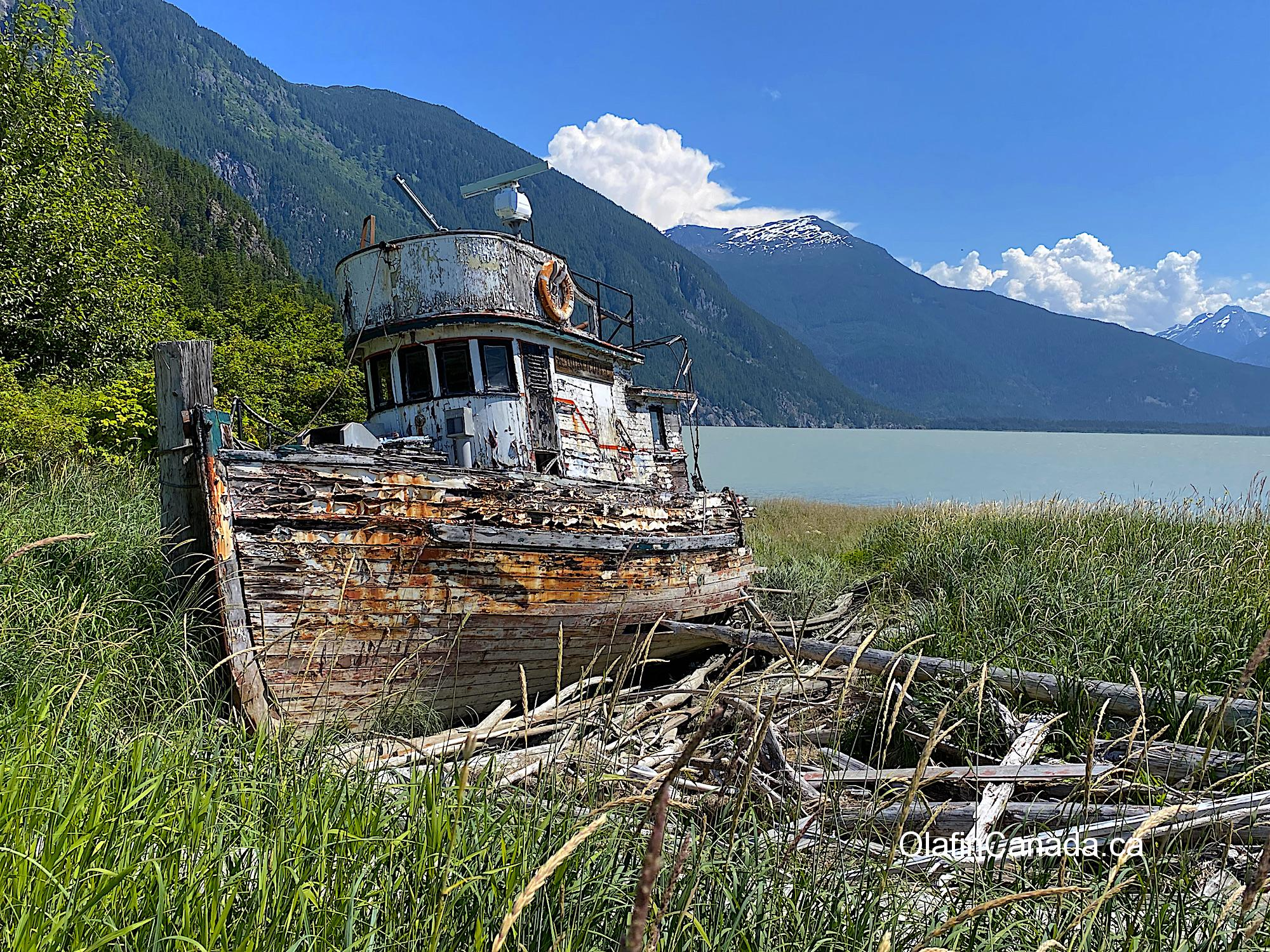 Old boat on the shores of the Tallheo Cannery #olafincanada #britishcolumbia #discoverbc #abandonedbc #tallheocannery #bellacoola #boat