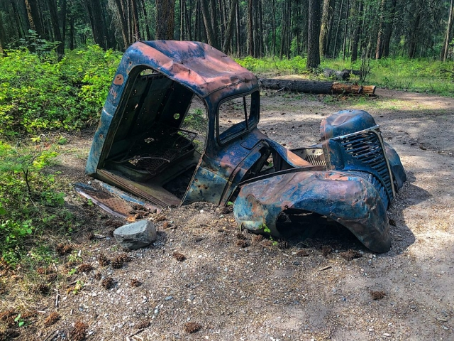 Old car sunk in the ground at Ellison Provincial Park #olafincanada #britishcolumbia #discoverbc #abandonedbc #okanagan #car