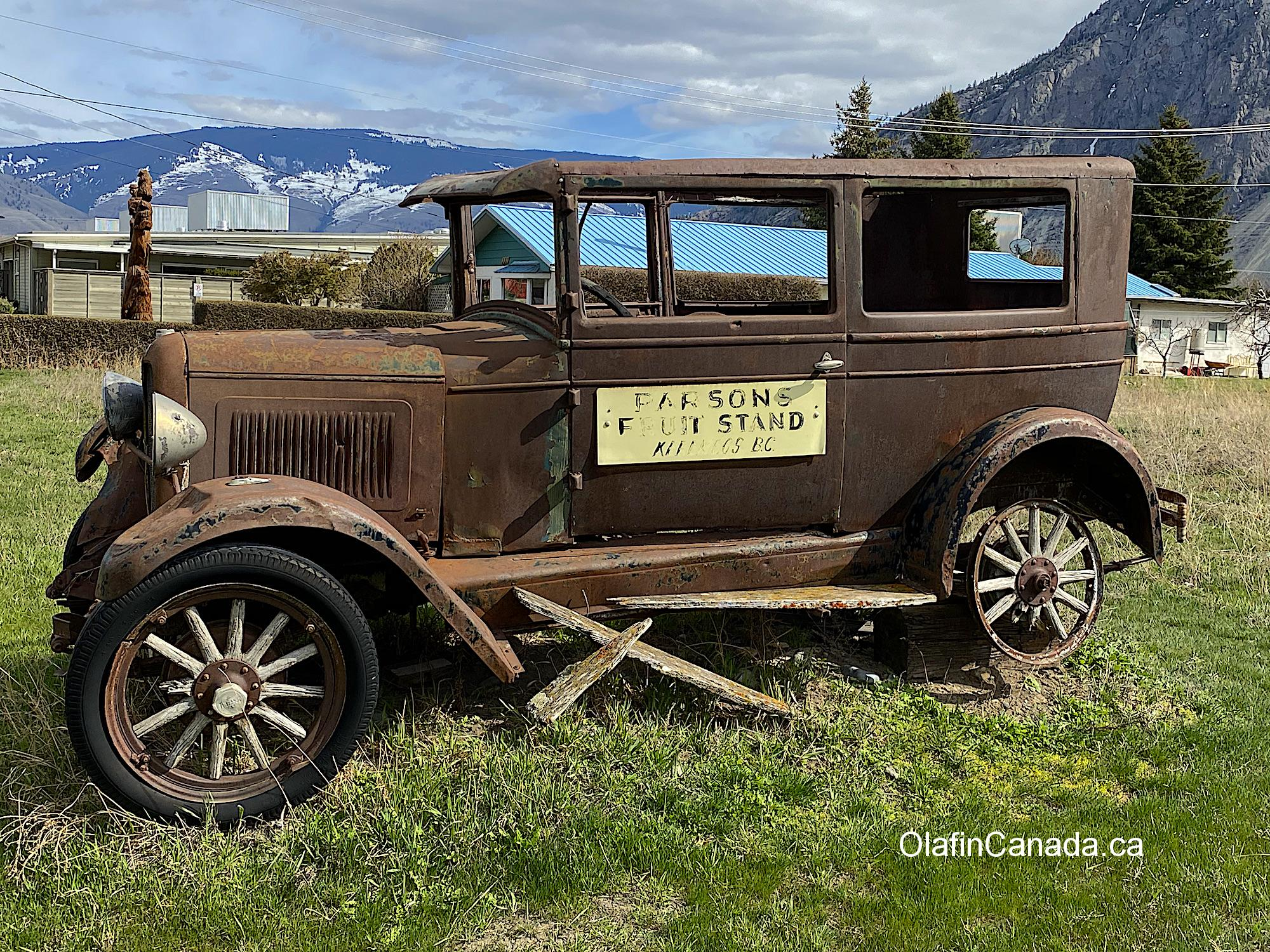 Old Ford from the thirties in Keremeos #olafincanada #britishcolumbia #discoverbc #abandonedbc #keremeos #car