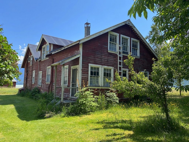 The guesthouse at the Tallheo Cannery #olafincanada #britishcolumbia #discoverbc #abandonedbc #tallheocannery #bellacoola