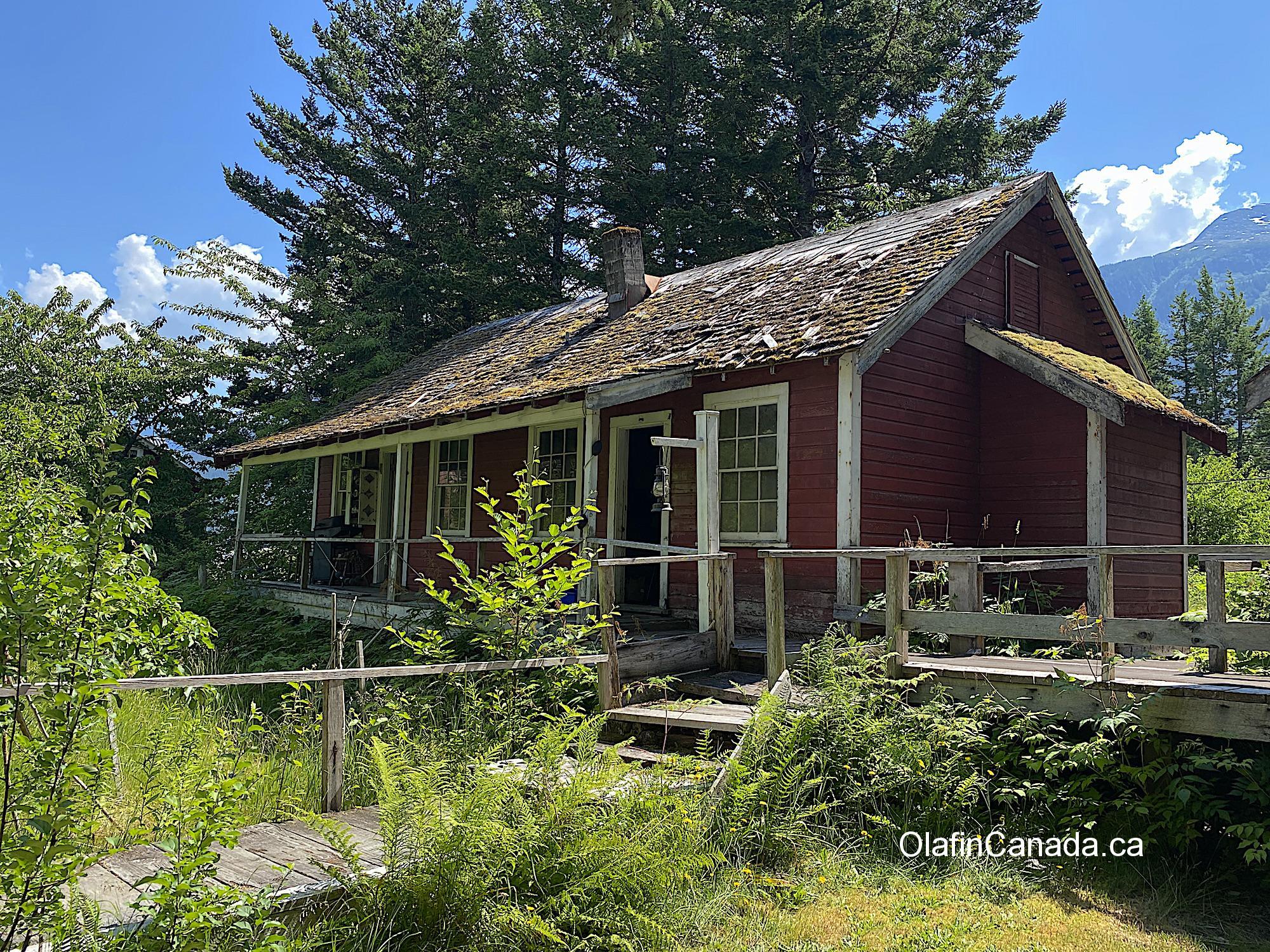 Small employee house at Tallheo Cannery in Bella Coola #olafincanada #britishcolumbia #discoverbc #abandonedbc #tallheocannery #bellacoola