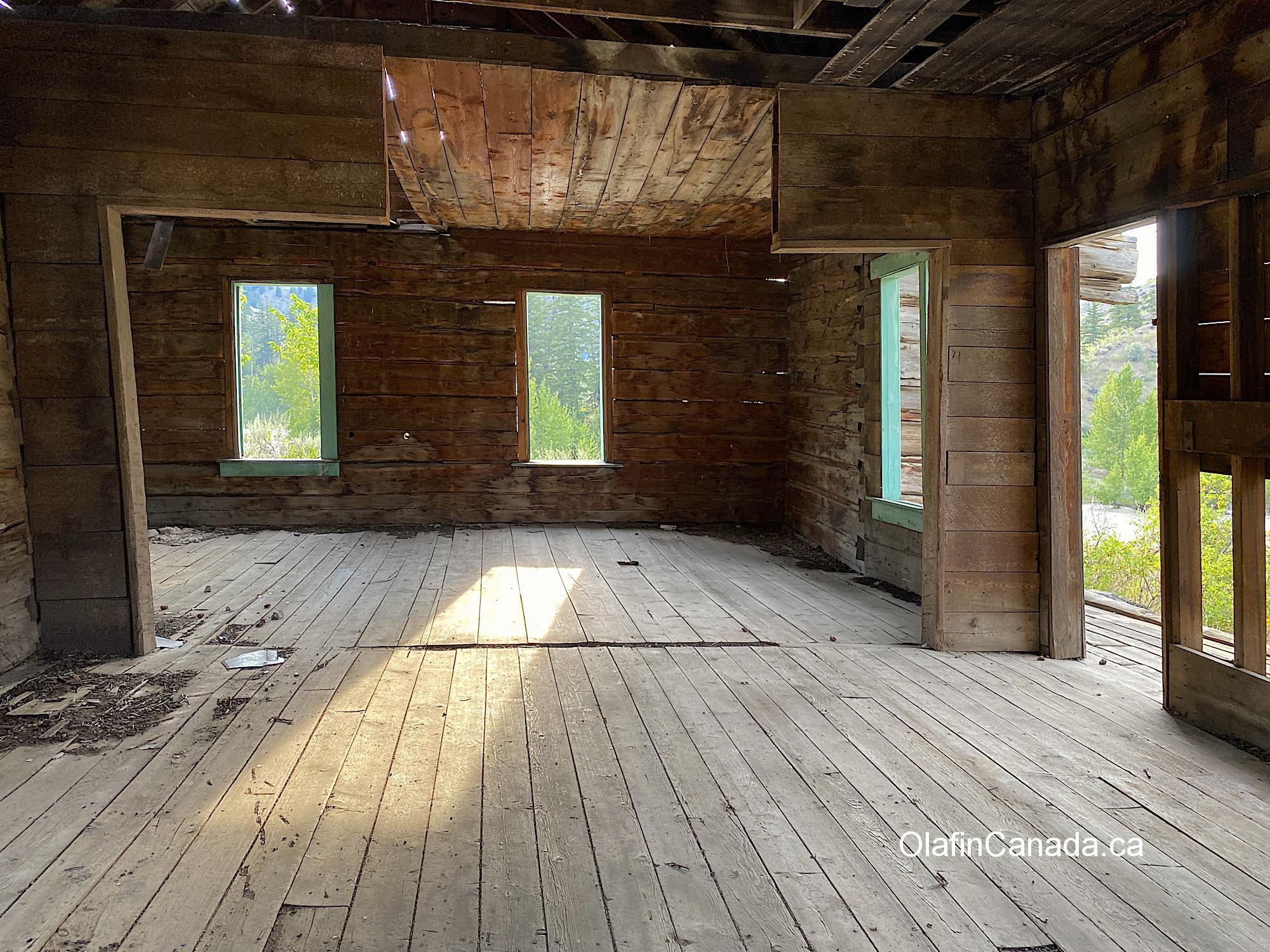 Interior of the homestead of the Pothole Ranch at sunset #olafincanada #britishcolumbia #discoverbc #abandonedbc #chilcotin #farwellcanyon #potholeranch #homestead