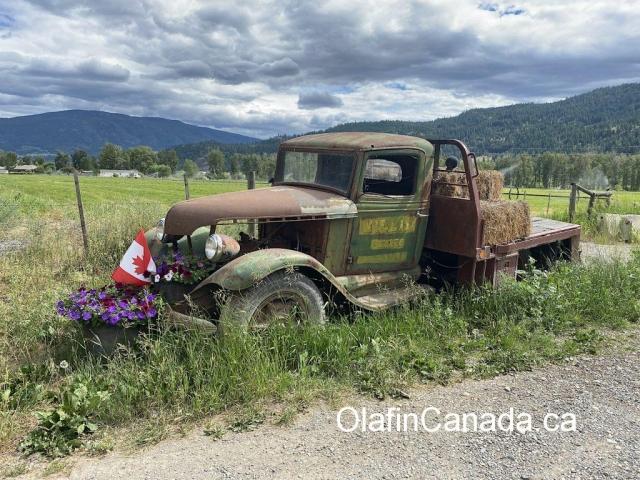 Old truck from the 1930s in Merritt BC #olafincanada #britishcolumbia #discoverbc #abandonedbc #merritt #truck