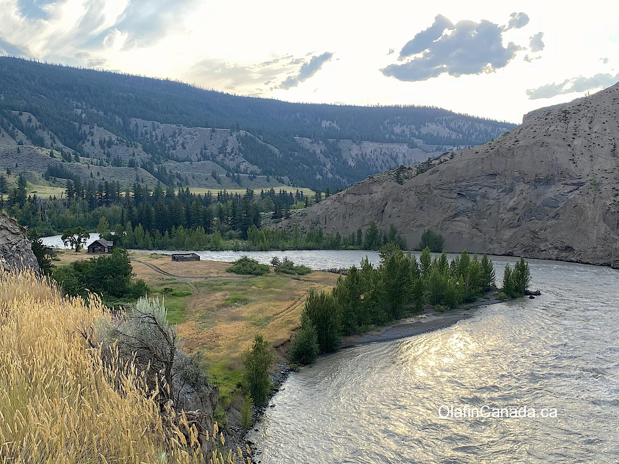 Overview of the Farwell Canyon with the Pothole Ranch in the middle #olafincanada #britishcolumbia #discoverbc #abandonedbc #chilcotin #farwellcanyon #potholeranch #homestead