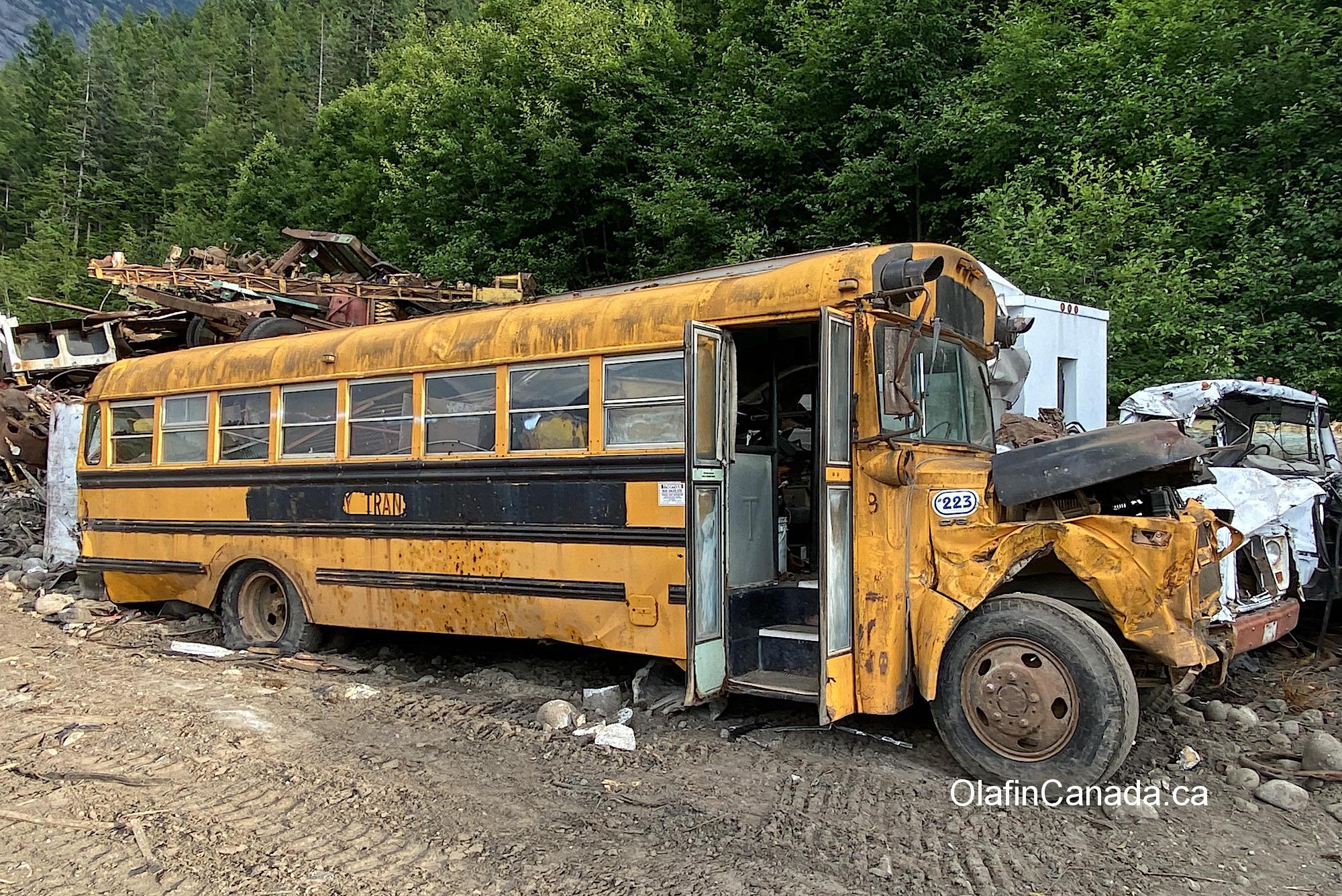 Retired school bus in Bella Coola BC #olafincanada #britishcolumbia #discoverbc #abandonedbc #cariboo #bellacoola #schoolbus