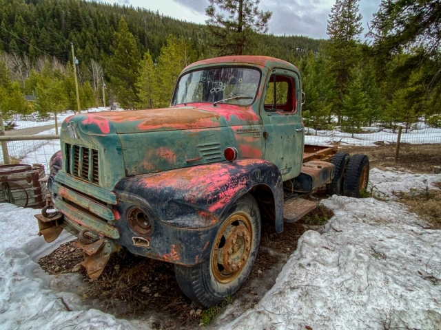 Old truck on the Summerland Princeton Road near Bankeir #olafincanada #britishcolumbia #discoverbc #abandoned #truck