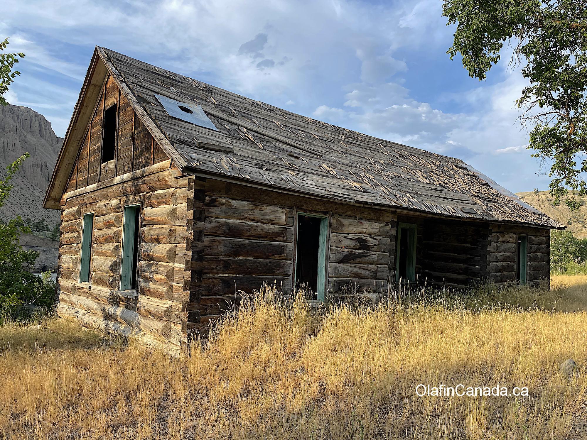 Log home at the Pothole Ranch at sunset #olafincanada #britishcolumbia #discoverbc #abandonedbc #chilcotin #farwellcanyon #potholeranch #homestead